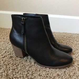 Crown Vintage Leather Sandy Ankle Bootie size 6
